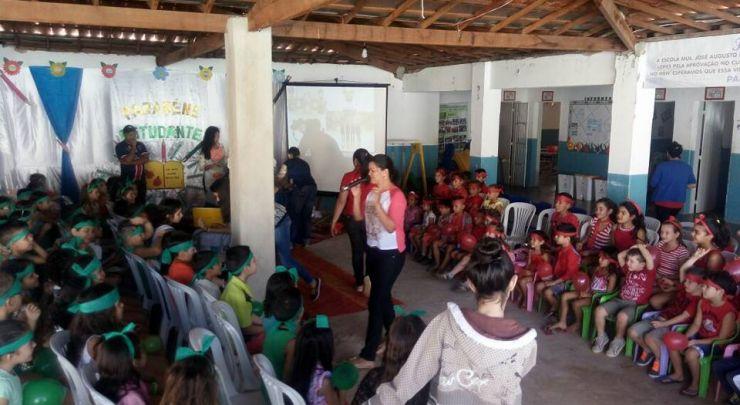 A Escola Municipal José Augusto da Silva Saúda seus Estudantes
