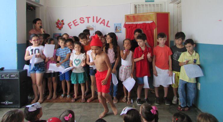 Festival Folclórico na Escola Municipal Sebastião Leite
