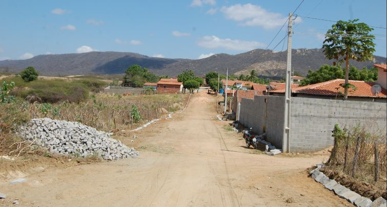 Prefeitura inicia obra de pavimentação em mais uma rua de Doutor Severiano