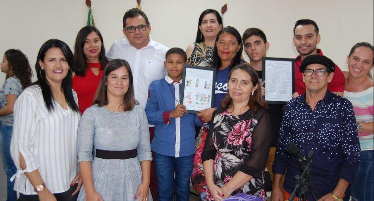 ESTUDANTES DE DOUTOR SEVERIANO RECEBEM PRÊMIOS DA JUÍZA DE SÃO MIGUEL