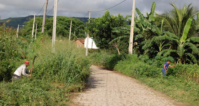 Prefeitura inicia trabalho de roço nas estradas rurais