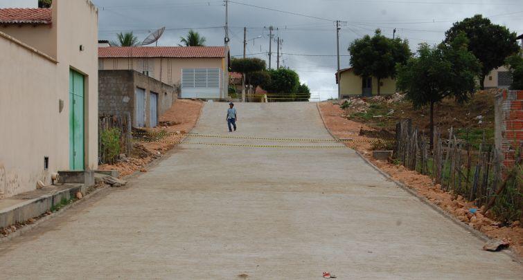 Concluída a pavimentação de mais uma rua no bairro Mãe Rainha