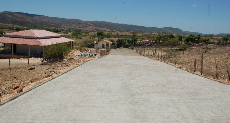 Prefeitura conclui pavimentação de mais uma rua no bairro Mãe Rainha