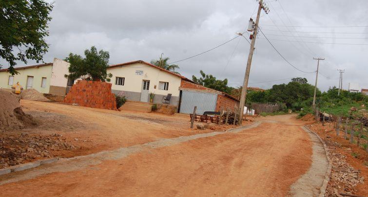 Prefeitura de Doutor Severiano realiza obras de pavimentação nas comunidades da zona rural.