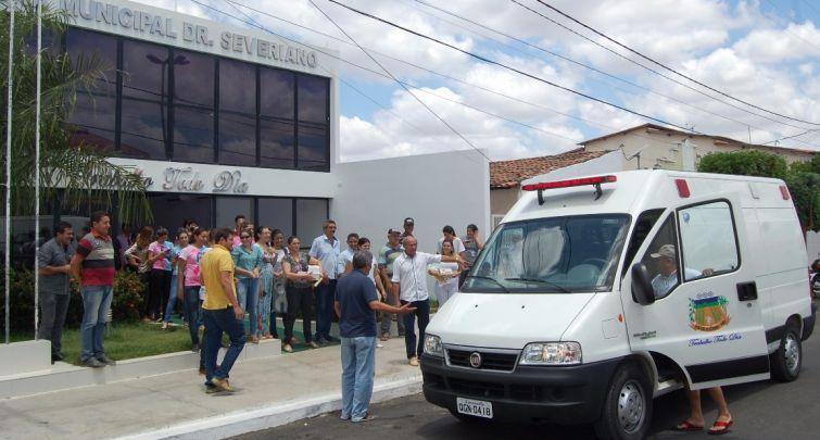Prefeitura recebe nova ambulância para o município