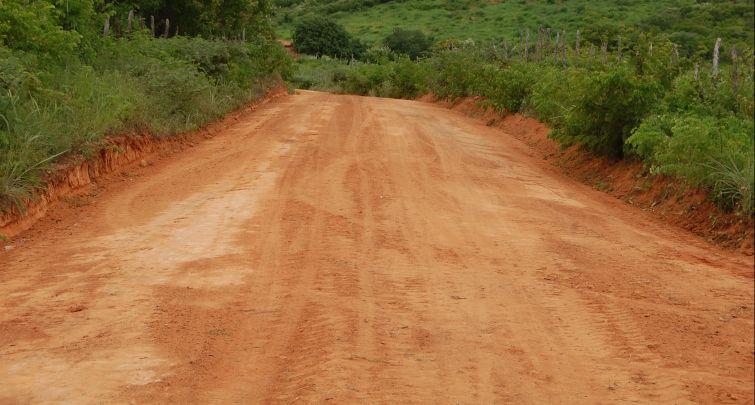 Prefeitura inicia trabalho de recuperação das estradas vicinais